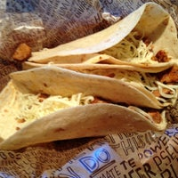 Photo taken at Chipotle Mexican Grill by Yunaton F L. on 5/15/2013