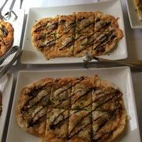 Photo taken at Scholars Inn Gourmet Cafe And Wine Bar by Leslie Lynnton F. on 3/8/2015