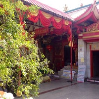 Photo taken at ศาลเจ้าจุ้ยตุ่ยเต้าโบ้เก้ง (Jui Tui Shrine) 水碓斗母宮 by Andrey 9. on 2/8/2013