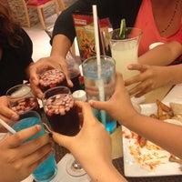 Photo taken at Pizza Hut by Fernanda G. on 3/31/2014