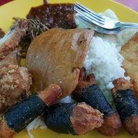 Photo taken at Fong Seng Fast Food Nasi Lemak by Sheeda on 10/1/2016