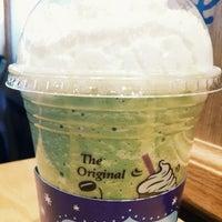 Photo taken at The Coffee Bean & Tea Leaf by Cheoloh N. on 2/3/2014