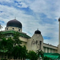 Photo taken at Masjid Al-Hasanah by Saniah Mahmood on 1/13/2013