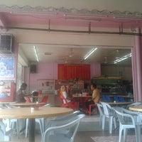 Photo taken at Restoran Singgah Selalu, Tawau by Eril S. on 6/8/2013