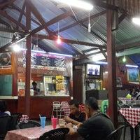Photo taken at Nor ginseng seafood by M Radzi D. on 6/10/2014