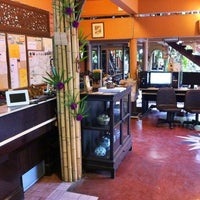 Photo taken at Ruean Thai Hotel Sukhothai by Adrian E. on 3/29/2011