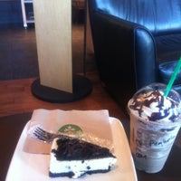 Photo taken at Starbucks by Arabela G. on 11/27/2011