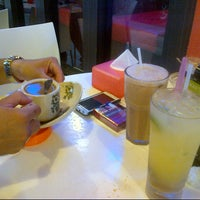 Photo taken at Singapore Chicken Rice SCR by iena 2707 on 8/8/2012