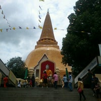 Photo taken at Wat Phra Pathom Chedi by Nut S. on 8/26/2012