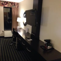 Photo taken at Holiday Inn Express Worcester Downtown by Richard W. on 9/26/2013