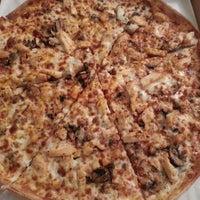 Photo taken at Pizza Hut by Meliz B. on 3/22/2013