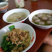 Photo taken at Mie Bandung by Handy W. on 2/20/2015