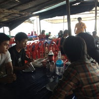 Photo taken at เจ๊อึ่งซีฟู๊ด (ป่าคั่น) Jae Aung Seafood by EveEva E. on 12/9/2012