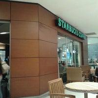 Photo taken at Starbucks by Misael B. on 6/6/2013
