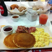 Photo taken at Vips by Victor H. on 4/25/2013