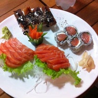 Photo taken at Sushi Tsuru by Renan B. on 6/26/2014