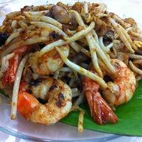 Photo taken at Restoran Ho Ho Sek (好好吃) by Sun S. on 10/31/2012