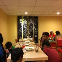 Photo taken at Pizza Hut by HD on 11/27/2016
