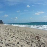 Das Foto wurde bei City of Riviera Beach von esi am 4/27/2013 aufgenommen