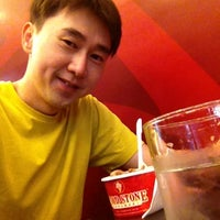 Photo taken at Cold Stone Creamery by Nattapong S. on 3/10/2013