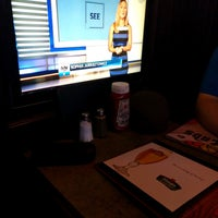 Photo taken at Hoops Sports Bar & Grill- Bremner by Tommi V. on 9/20/2016