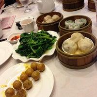 Photo taken at Jing Fong Restaurant 金豐大酒樓 by Kiyeon Y. on 6/22/2013