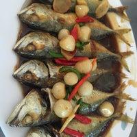 Photo taken at ร้านอาหาร เพื่อน (แม่กลอง) by New on 6/19/2016
