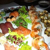Foto tirada no(a) Carcavelos Sushi por Emilia M. em 10/4/2012