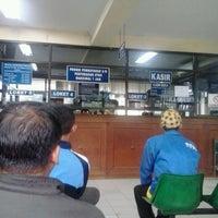 Photo taken at Kantor Samsat Kota Tangerang by Okey' C. on 5/28/2013