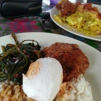 Photo taken at Abang Nasi Tomato by Aty H. on 9/24/2014