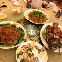 Photo taken at Ái Huê Restaurant 愛華酒樓 by Alex C. on 5/11/2013