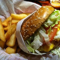 Photo taken at Red Robin Gourmet Burgers by Phil F. on 6/12/2011