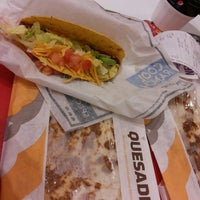 Photo taken at Taco Bell by Renata A. on 8/23/2013