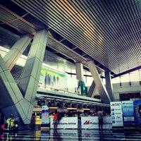 Photo taken at Ninoy Aquino International Airport (MNL) Terminal 3 by Jayd R. on 7/1/2013