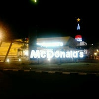 Photo taken at McDonald's / McCafé by Okhie 'panjang' A. on 10/15/2012