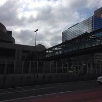 Photo taken at 希望の橋 (ブリッジ渋谷21) セルリアンタワー前歩道橋 by 江東橋 on 9/23/2013