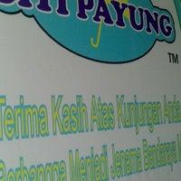 Photo taken at Kek Lapis Sarawak - Siti Payung by kelvin on 5/5/2013