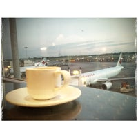 Photo taken at Maple Leaf Lounge (Domestic) by WiLL on 7/16/2013