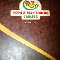 Photo taken at Ayam dan Ikan Goreng Cianjur by Roro N. on 8/3/2013
