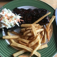 Photo taken at Applebee's by Buabaa H. on 8/1/2016