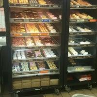 Photo taken at Dunkin' Donuts by Jelena Đ. on 9/29/2015