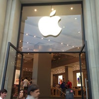 Photo taken at Apple Passeig de Gràcia by Olena T. on 6/27/2013
