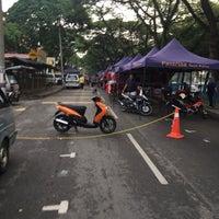Photo taken at Pasar Malam Jalan Kuching by Khairul A. on 4/29/2016