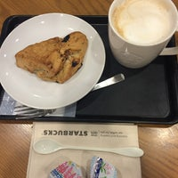 Photo taken at Starbucks Coffee なんば南海通店 by Nalyn P. on 4/15/2016