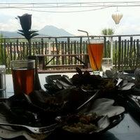 Photo taken at De Tuik Garden Cafe & Resort by INDRA N. on 10/6/2016