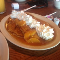 Photo taken at Cracker Barrel Old Country Store by J N. on 6/14/2013