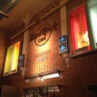 Photo taken at Hard Rock Cafe by Masashi S. on 4/3/2013