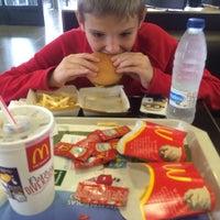 Photo taken at McDonald's by Un Mundo P. on 1/17/2014