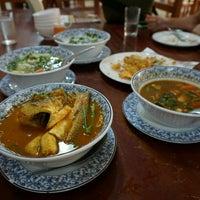 Photo taken at เพื่อนเดินทาง ร้านอาหาร&รีสอร์ท by Sarutork S. on 8/21/2016