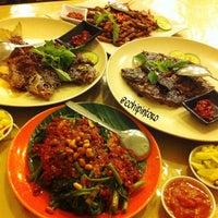 Photo taken at Gama Ikan Bakar dan Seafood by Echi D. on 1/18/2015